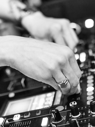 Are Extended DJ Sets the Answer to Your FOMO?