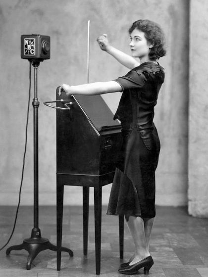 Clara Rockmore: Theremin Witch