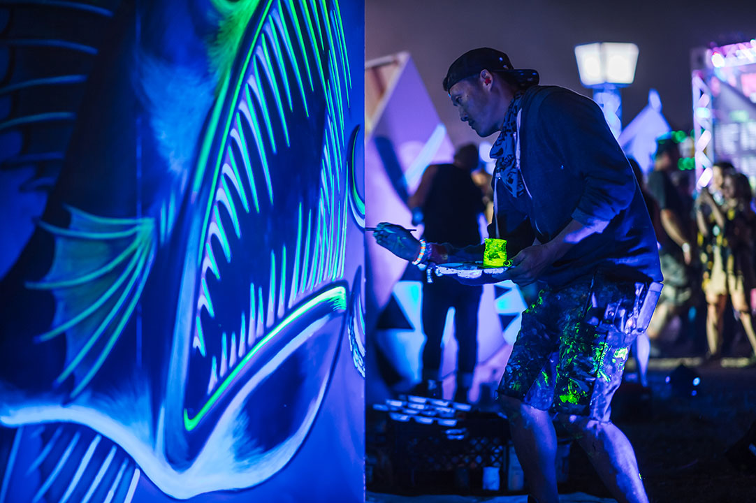 An artist doing live painting