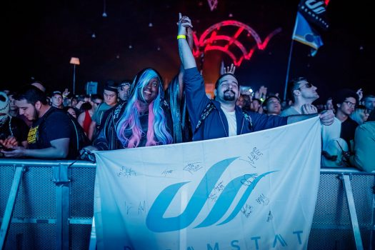 Two Headliners join hands in the front row