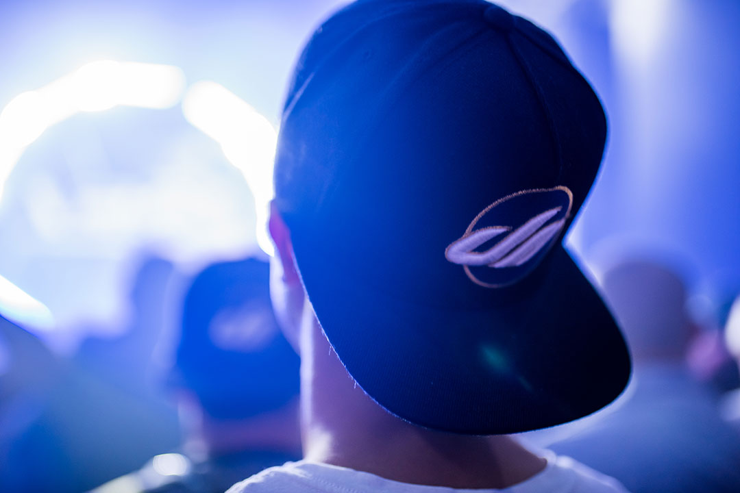 A Headliner wearing a Dreamstate hat