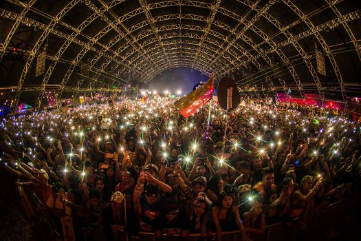 Headliners shine lights from their phones