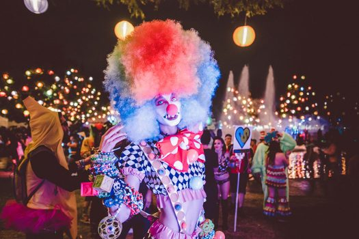 A Headliner dressed as a creepy clown