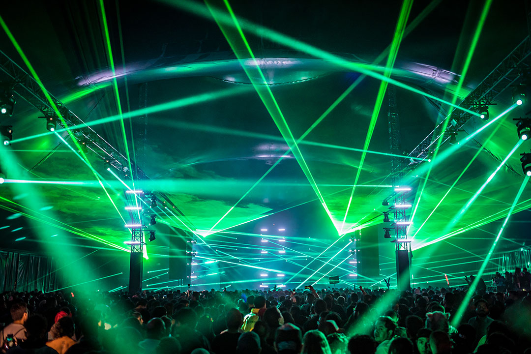 Green lasers from the stage