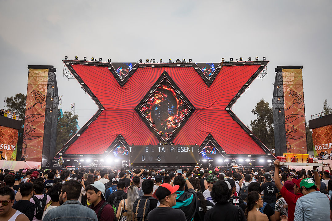 Giant Xs at the Dos Equis stage