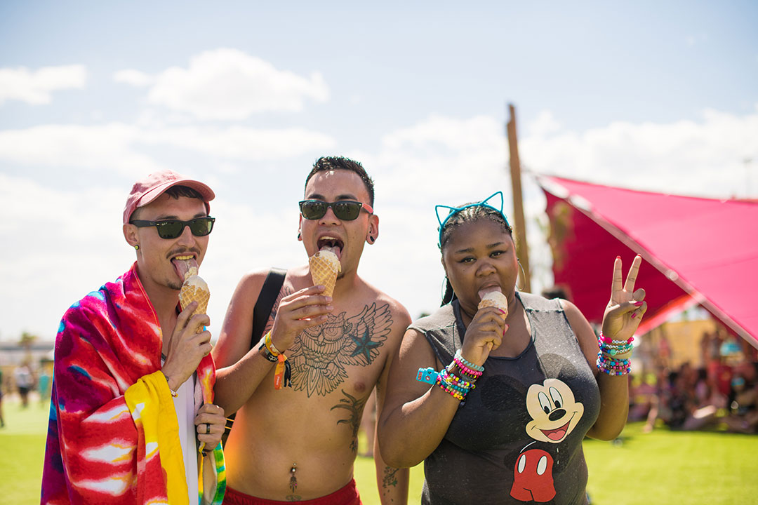 Headliners eating ice cream