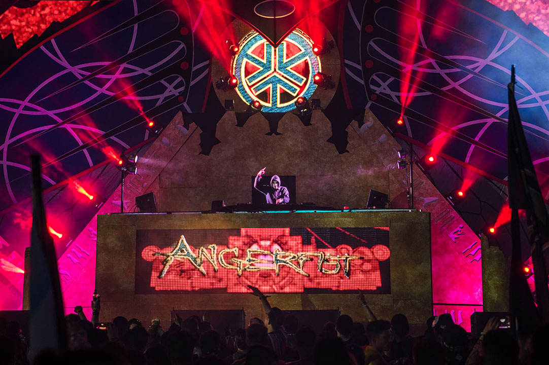 Angerfist playing wasteLAND