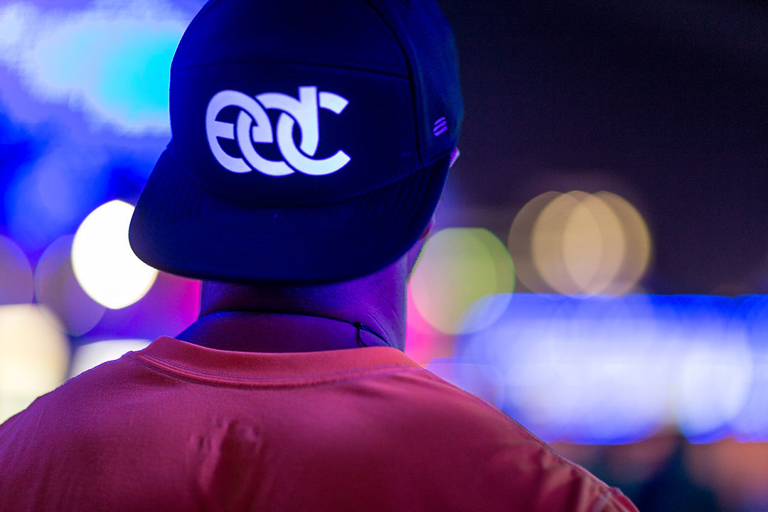 A backward EDC cap