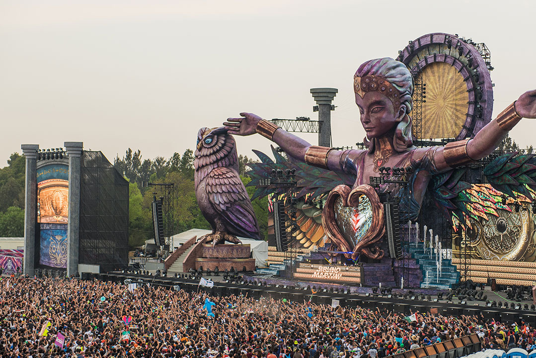 kineticFIELD stage