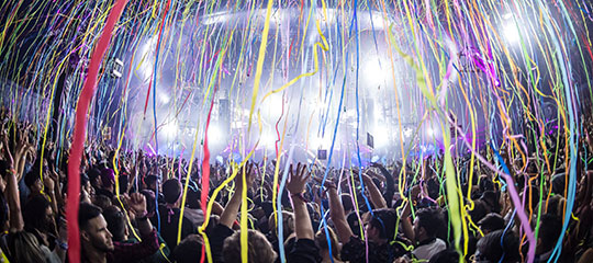 Streamers raining over the crowd