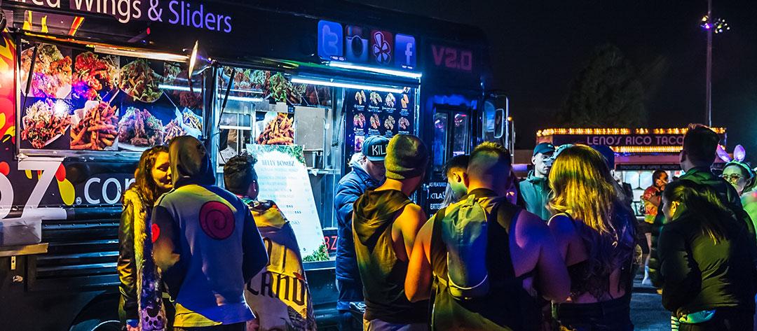 Headliners buying food