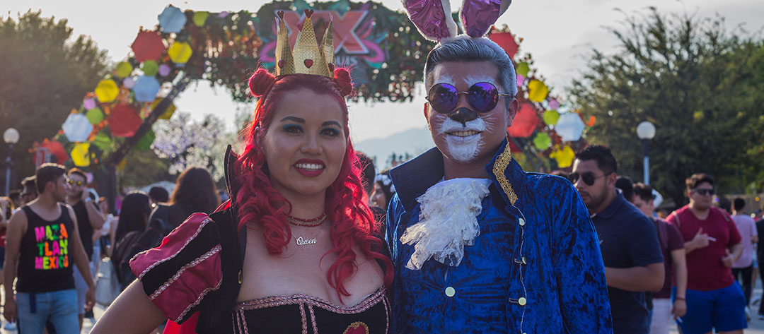 Two Headliners in Wonderland costumes