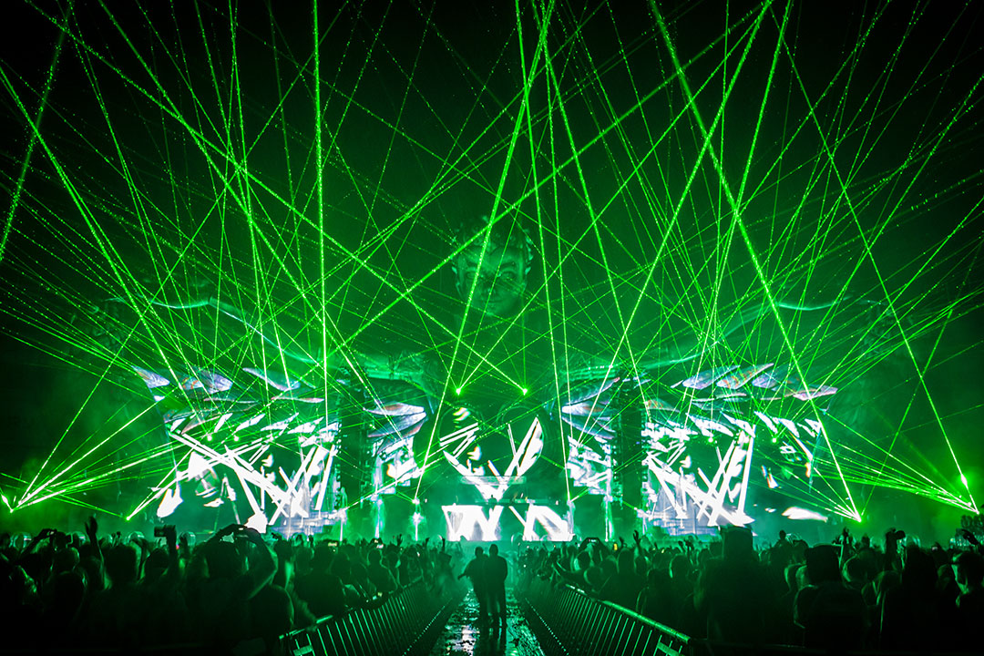 kineticFIELD with green lasers