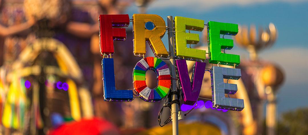 FREE LOVE totem