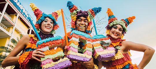 Piñata performers