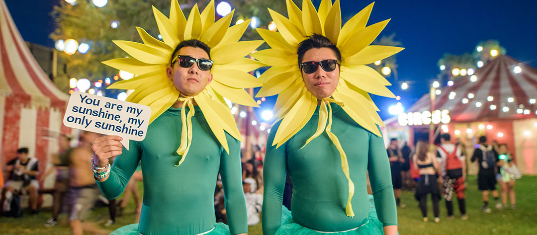 2 guys dressed as flowers