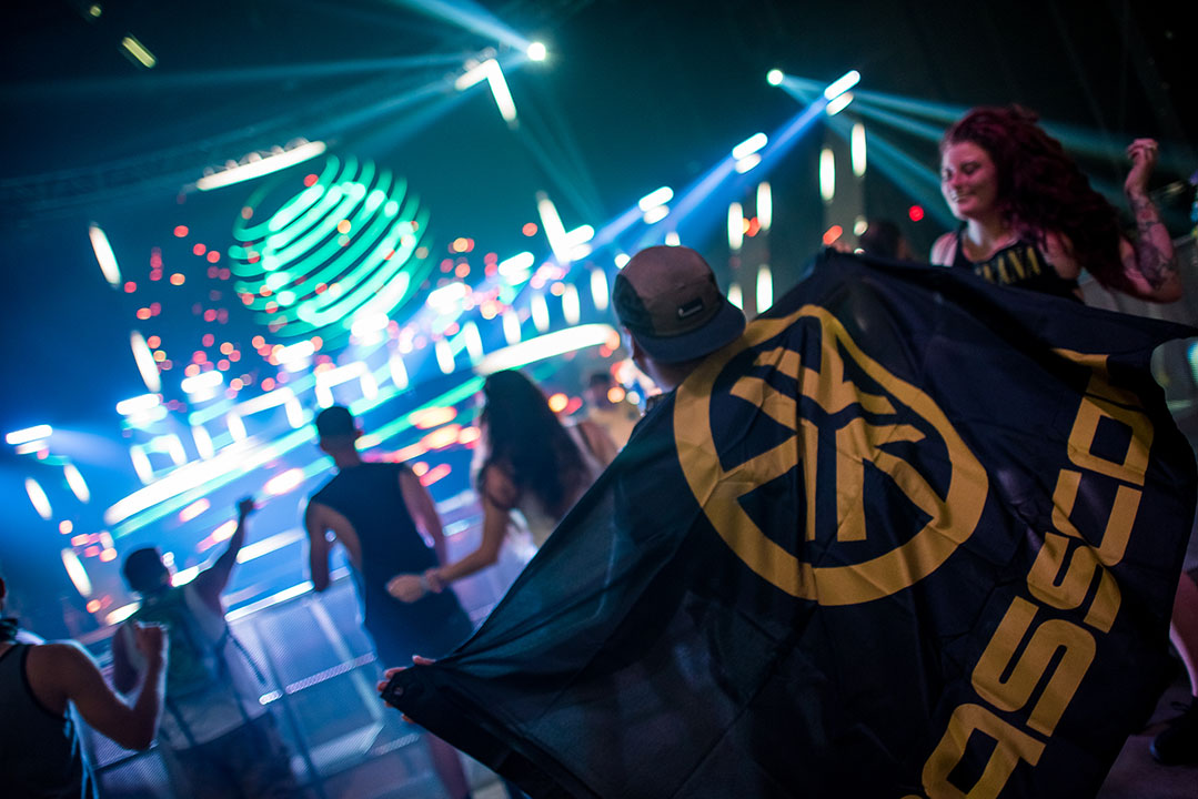 headliner with basscon flag