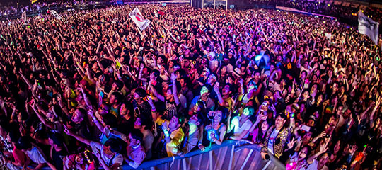 A packed crowd at EDC Japan