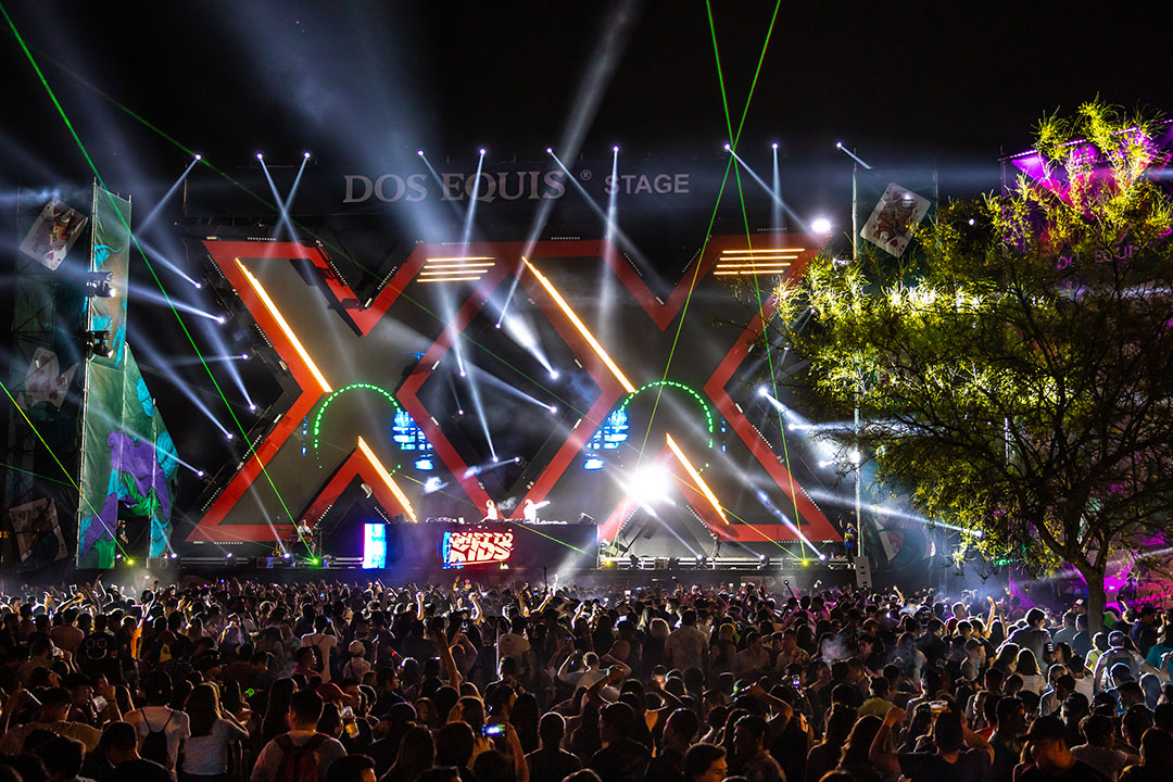 Dos Equis stage
