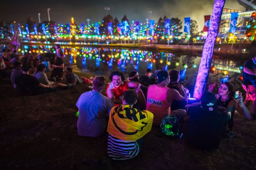 Headliners chill by the pond