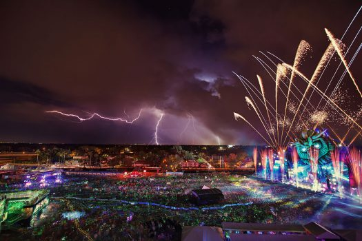 Lightning over kineticFIELD