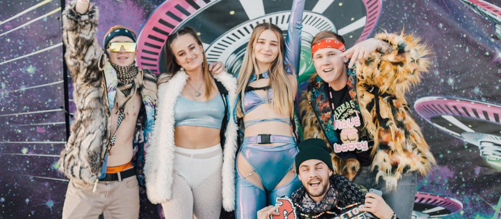 Group of Headliners posing